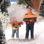 """Lichthäuser Miniaturfiguren Set """"Vater und Sohn tragen Holz"""""""