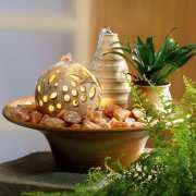 Tischbrunnen mit Lichtkugel, Dekobrunnen mit Blumentopf