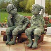 Steinguss Deko Gartenfiguren, Hans & Marie auf Bank