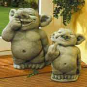 Steinguss Deko Gartenfigur, Troll mit Finger in Nase