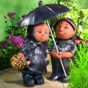 """Gartenfiguren """"Gärtnerpaar mit Regenschirm"""" aus Keramik"""