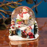 """Schneekugel Weihnachtsdekoration """"Kinder im Schnee"""""""