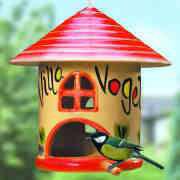 Liebevoll bemalte Vogel-Villa aus Keramik mit Meisenknödel
