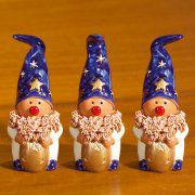 Keramikwichtel Dekofiguren, 3er-Set blau/goldene Mütze
