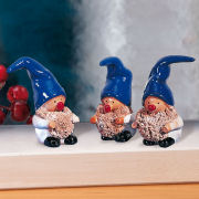 Keramikwichtel Dekofiguren, 3er-Set mit blauer Mütze