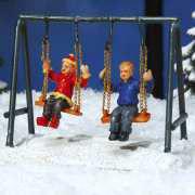 """Lichthäuser Miniaturfiguren """"Schaukel mit Kindern"""""""