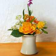 Blütenstecker aus Keramik, Vase zur Tischdekoration