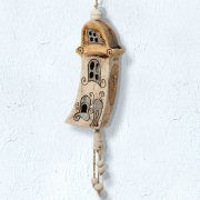 "Keramikglocke ""Haus mit Katze"", handbemaltes Windspiel"