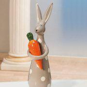 Hasenfigur mit Karotte, Keramikhase zur Frühlingsdekoration