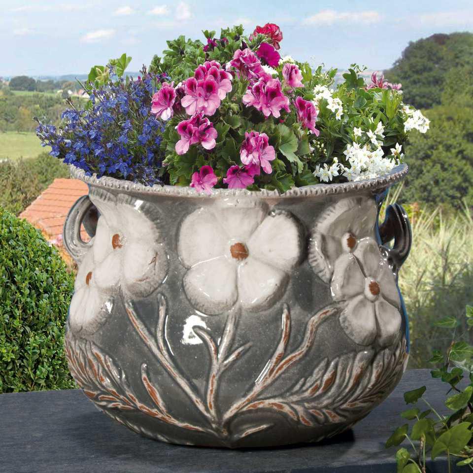 blumenk bel aus keramik mit relief henkeln grau. Black Bedroom Furniture Sets. Home Design Ideas
