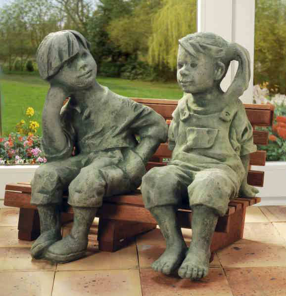 steinguss deko gartenfiguren hans marie auf bank. Black Bedroom Furniture Sets. Home Design Ideas